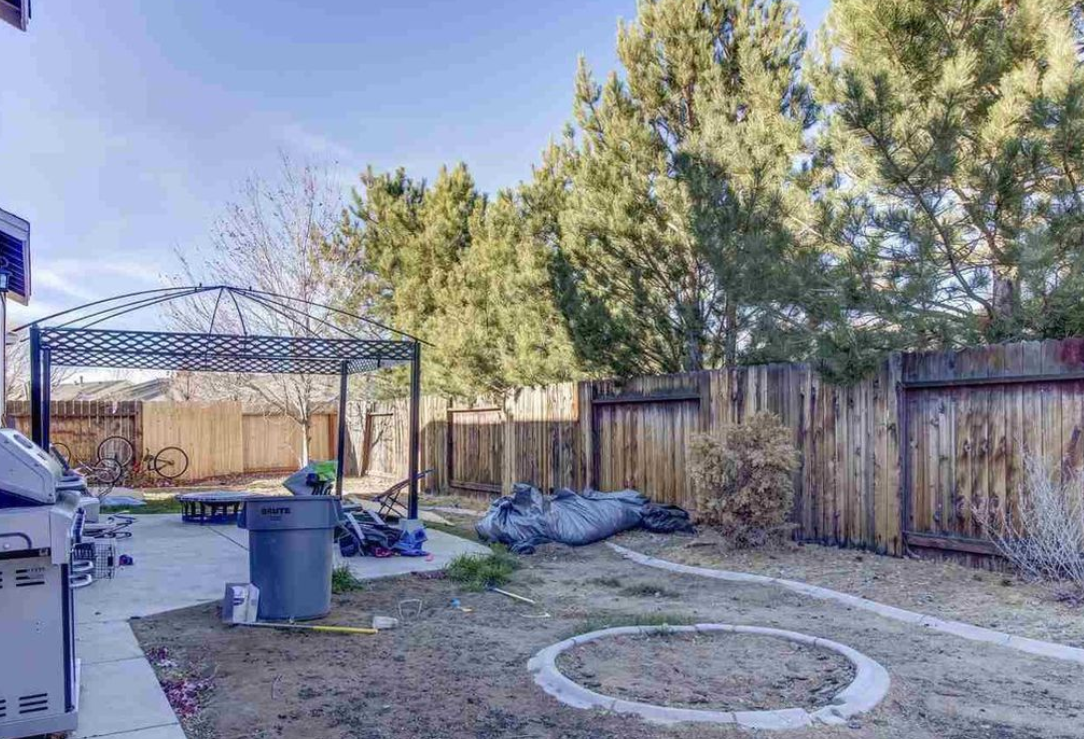 Bad listing photo of backyard